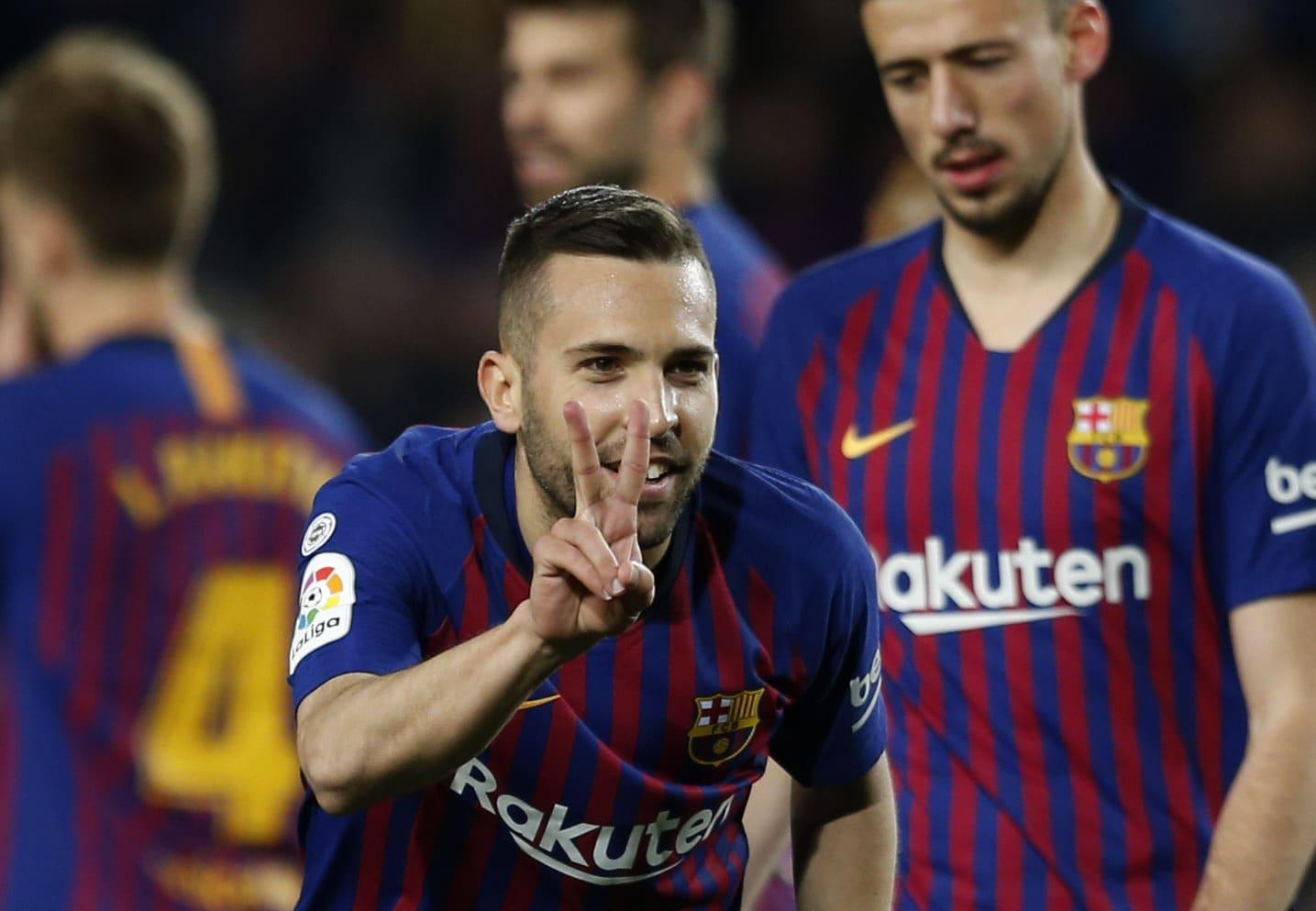 Barcelona derrota 2-1 a Real Sociedad y se acerca al título
