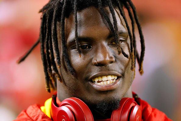 Tyreek Hill: NFL decidió no suspenderlo por violencia doméstica