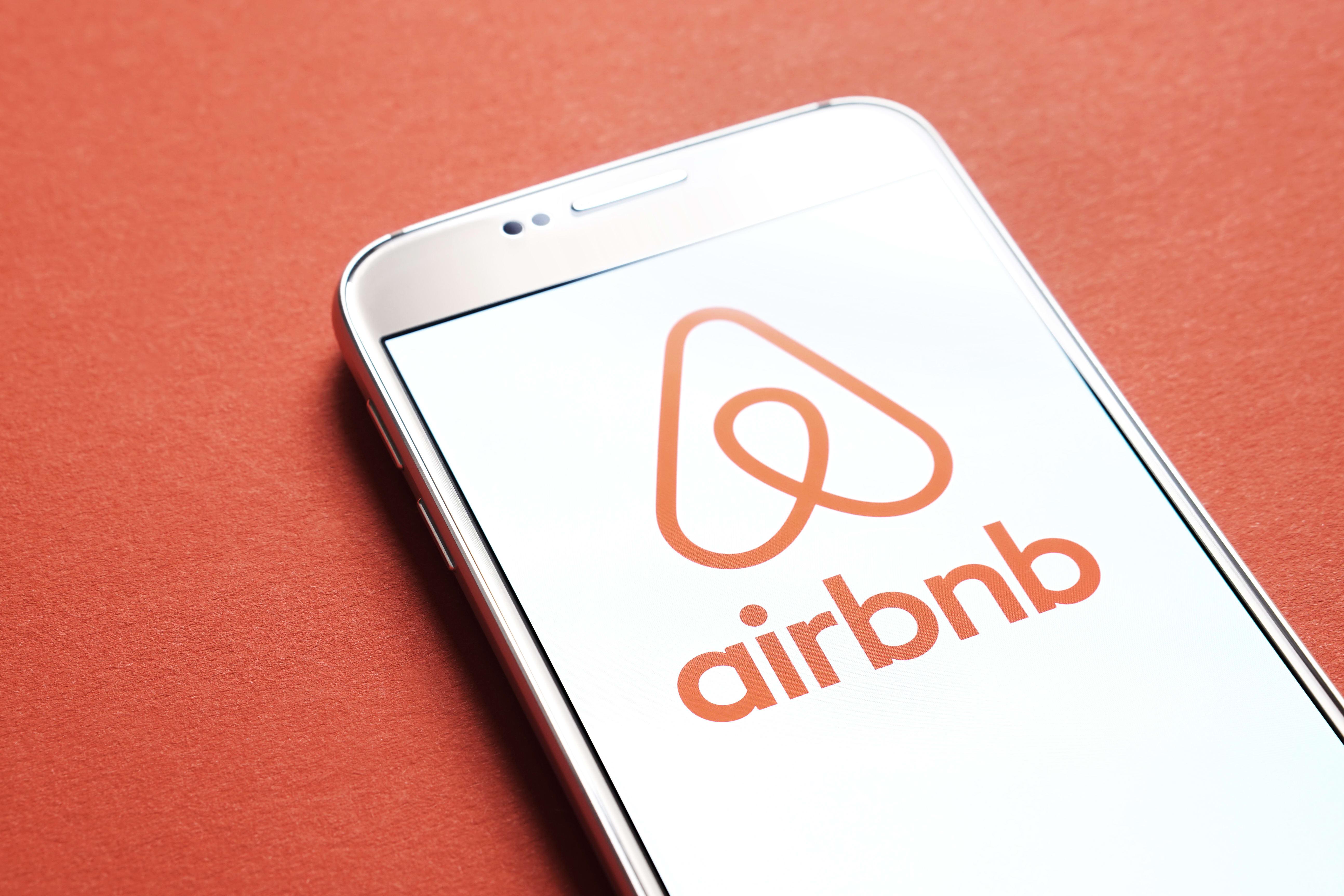 """Airbnb lanza """"Open Homes"""" y ofrece albergue gratis a evacuados por Dorian"""