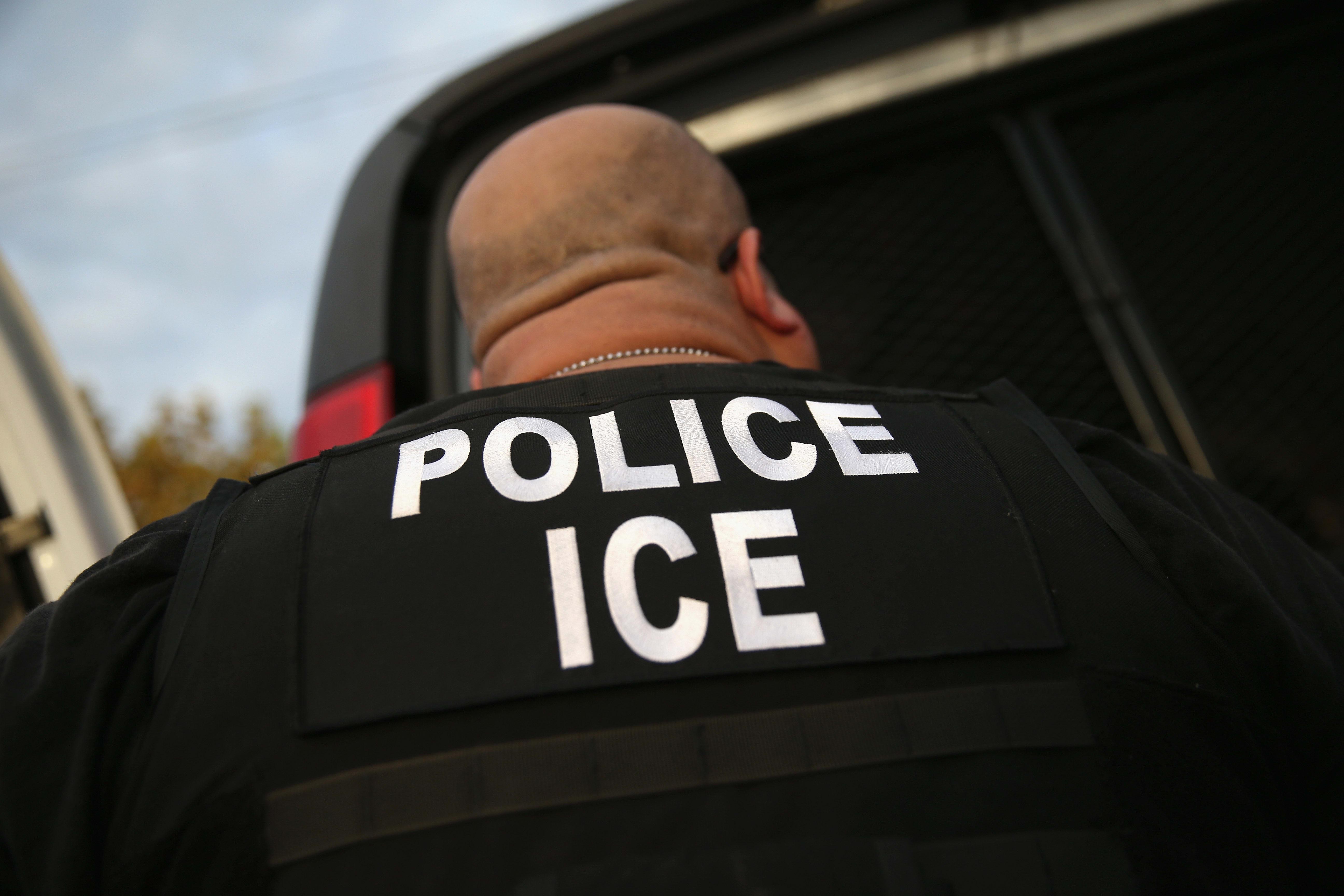 ÚLTIMA HORA: Operativos de ICE en todo el país dejan 1,300 indocumentados detenidos