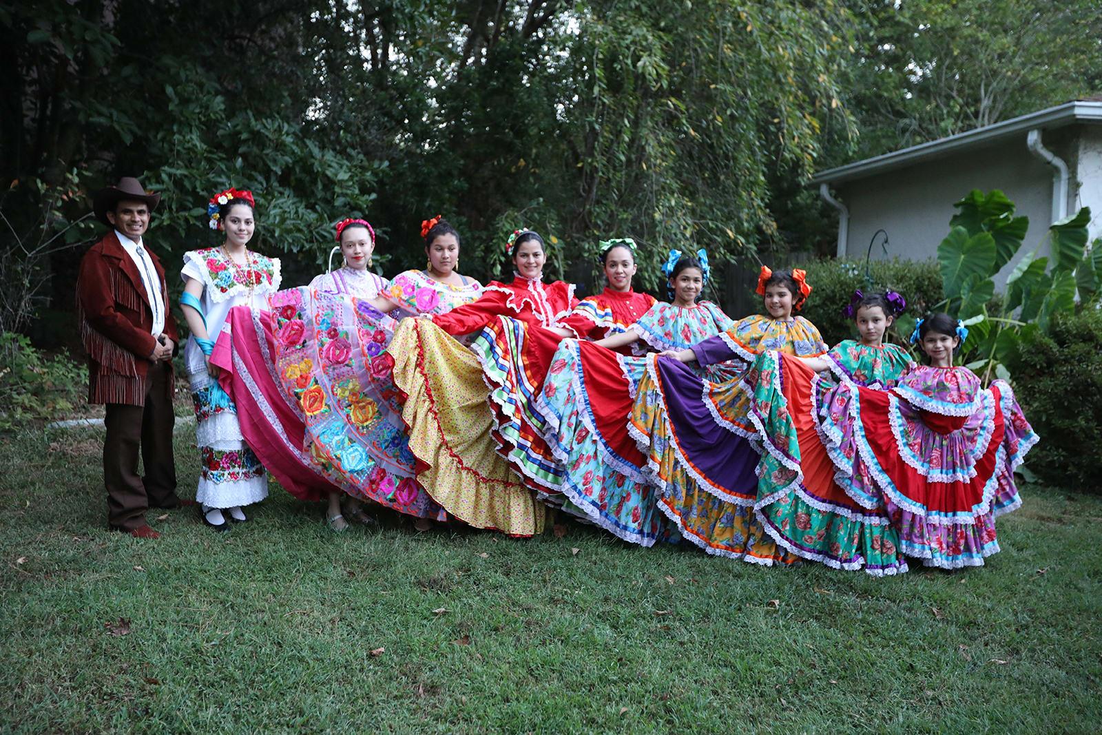 Alma Mexicana baila con devoción en Georgia las danzas folklóricas de México