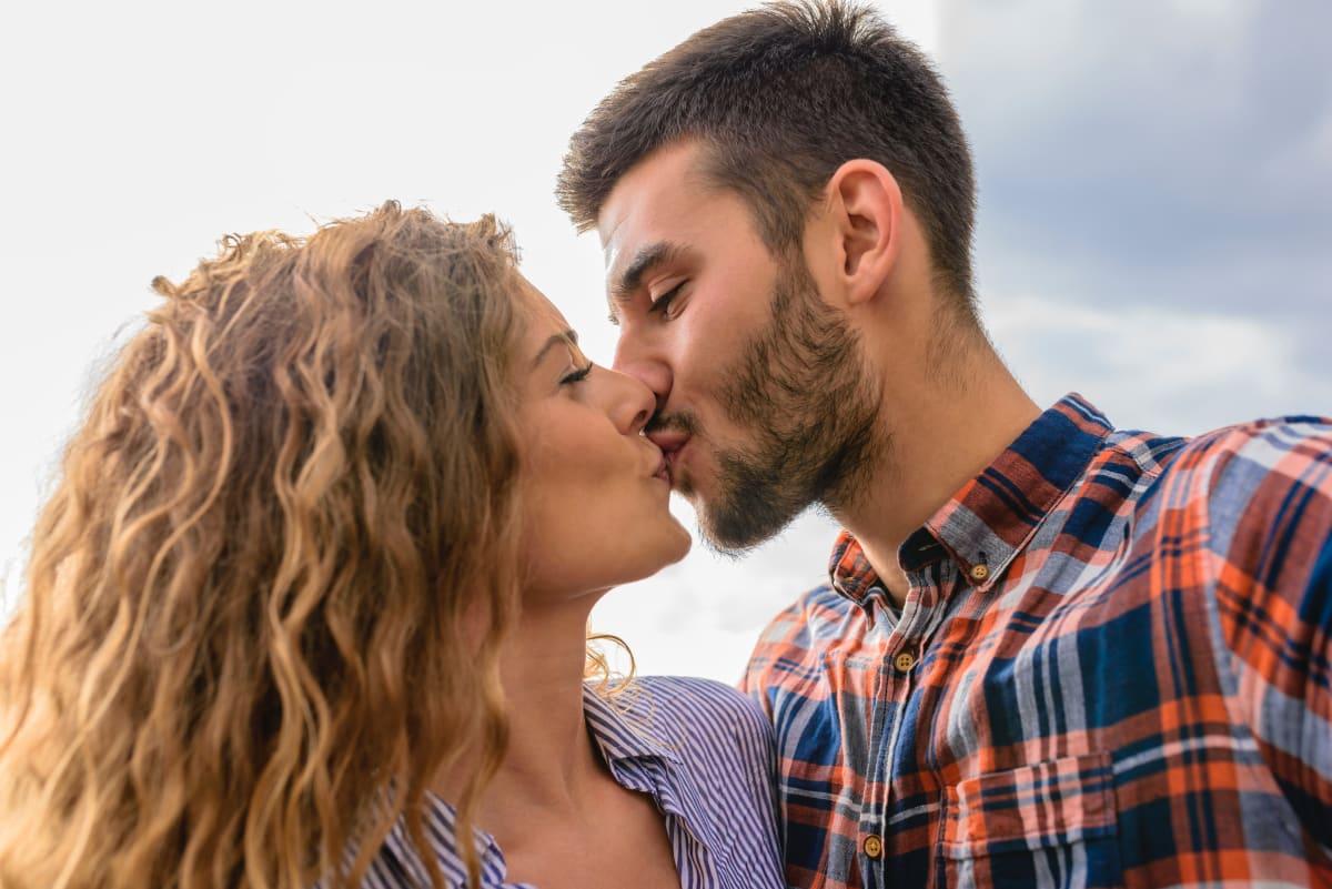 besarse, por quá las parejas no lo hacen más