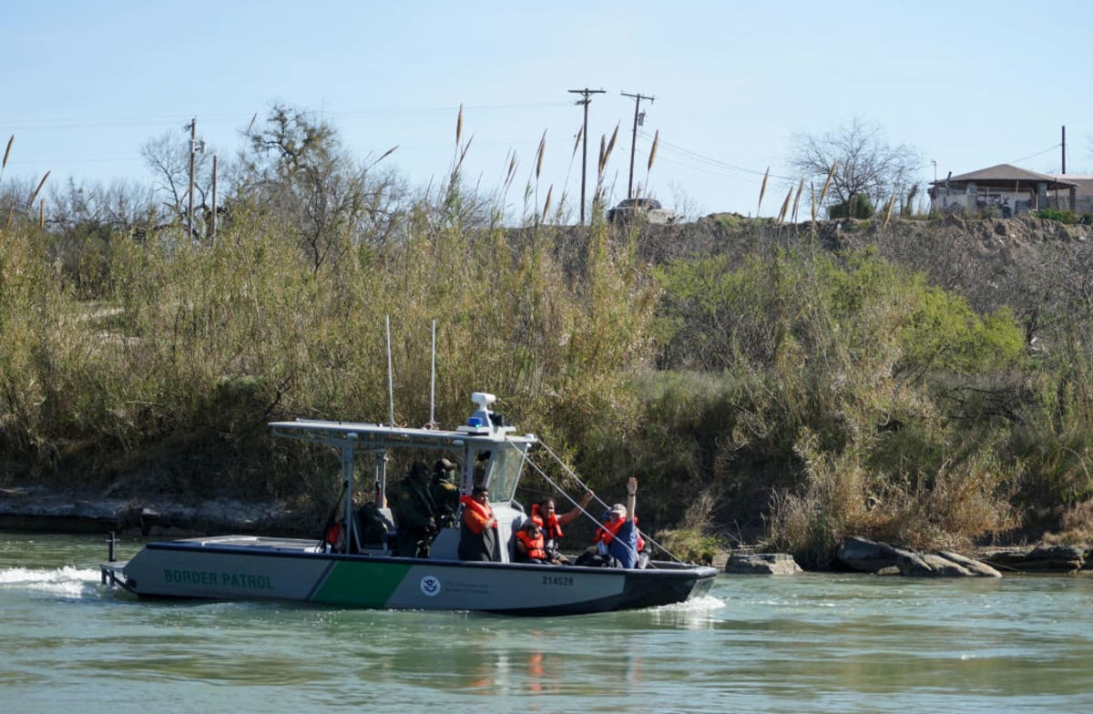 Patrulla Fronteriza río Bravo niña