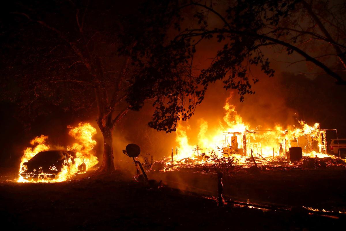 Ordenan la evacuación de miles de personas ante el avance de los incendios en Los Ángeles, California