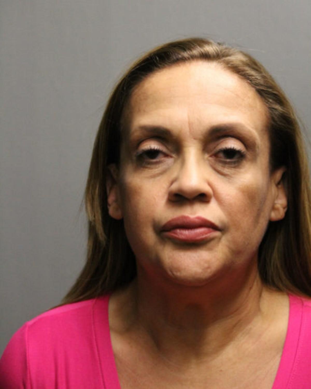 Hispana acusada de complot de asesinato a sueldo para asesinar a la mujer de su expareja