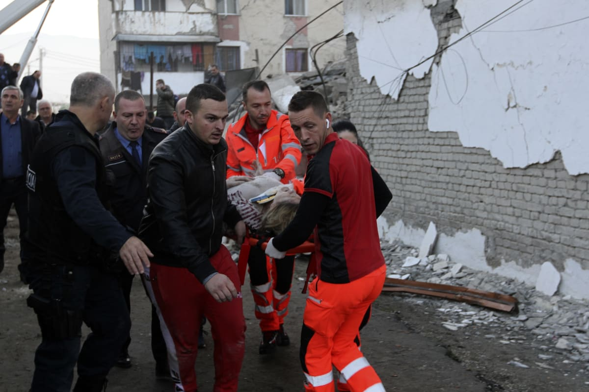 Albania suspendió operaciones de búsqueda de víctimas por el terremoto del martes