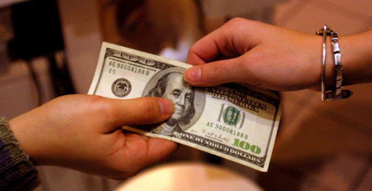 México revela los bancos que más comisiones cobran en remesas de EE. UU.
