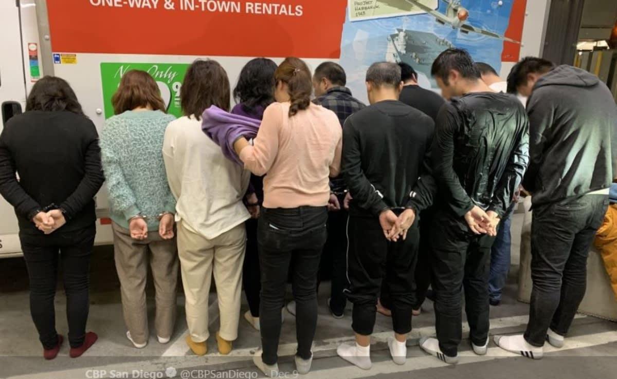 """California. """"Migras"""" hallaron 11 chinos dentro de muebles en San Diego"""
