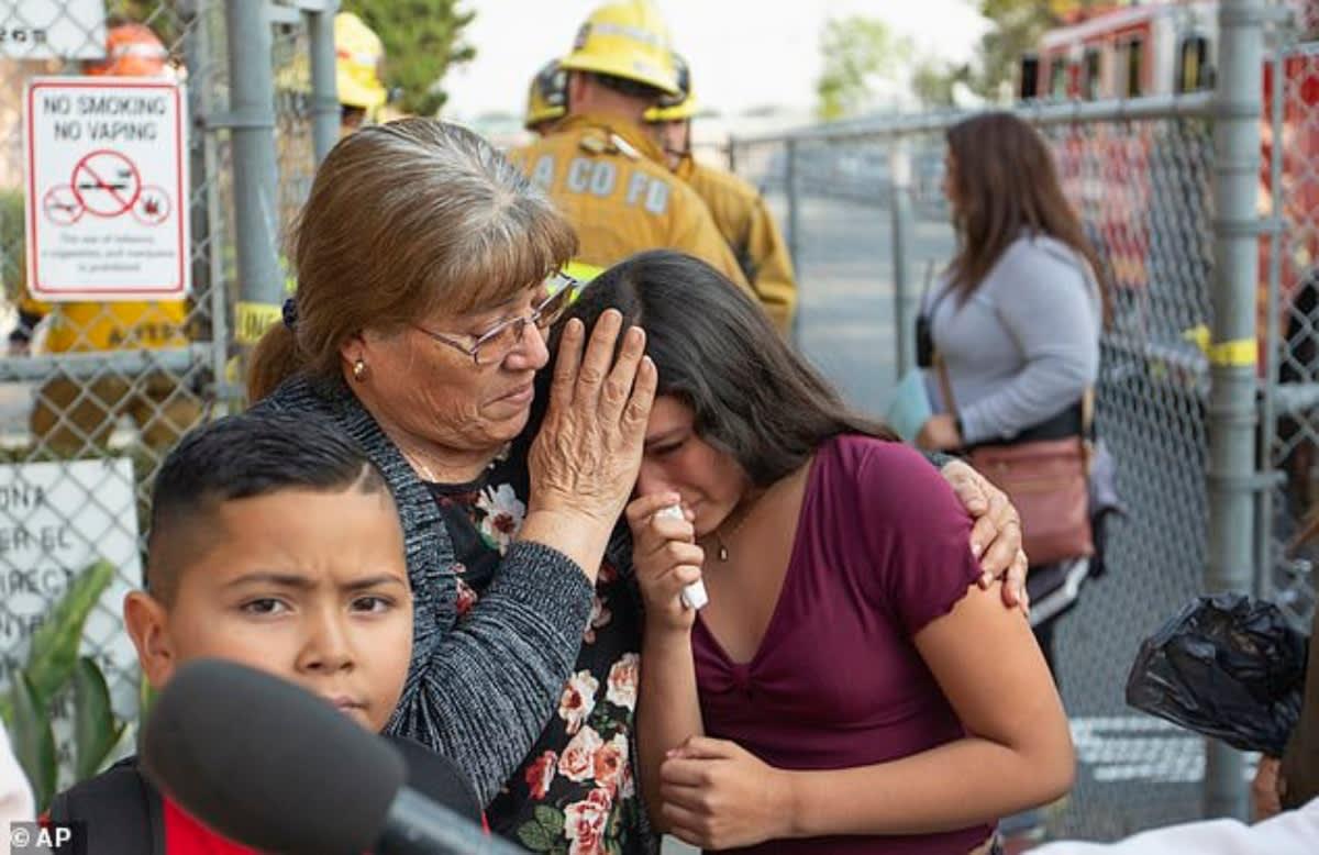 """California. Avión """"bañó"""" con combustible escuelas en Los Ángeles y deja 60 intoxicados"""