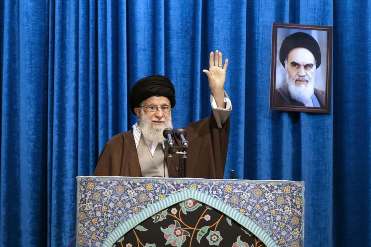 """Líder principal de Irán dice que el presidente Trump es un """"payaso"""""""