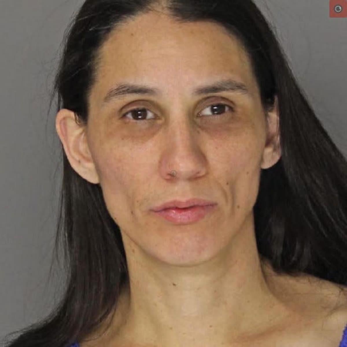 Arrestan a madre hispana por no alimentar a su hijo y casi matarlo