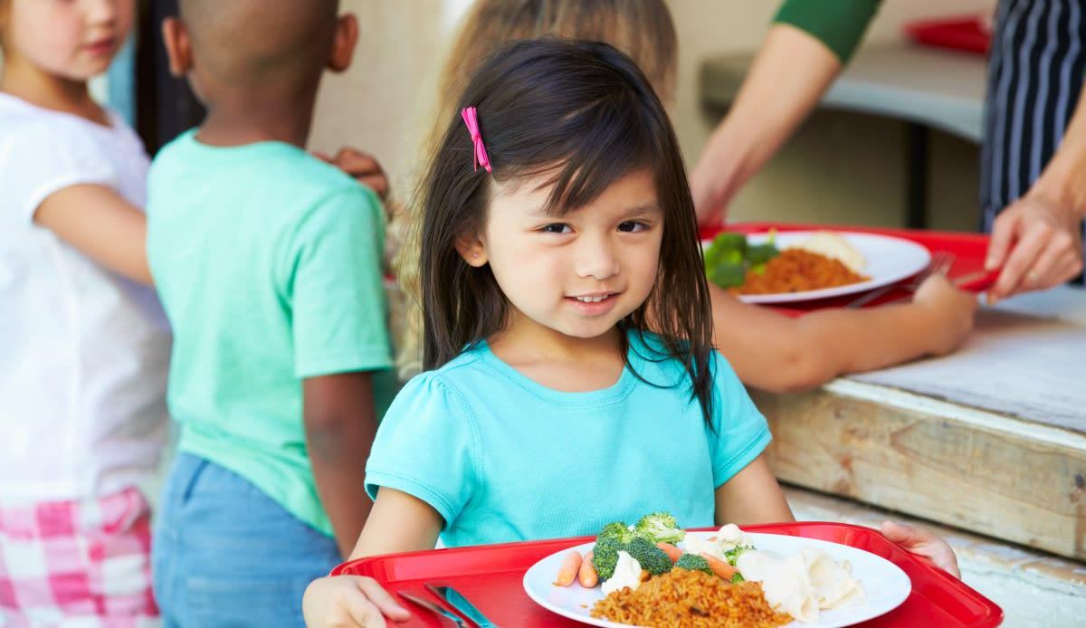 Entregarán tarjeta P-EBT para alimentos a familias de Florida