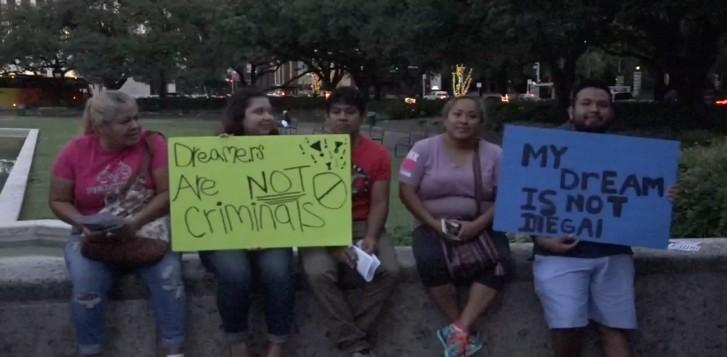 Texas El Condado de Harris, en Houston, aprobó una resolución para crear un fondo legal para la defensa de inmigrantes indocumentados.