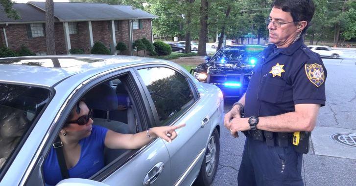 Cuando policía detiene