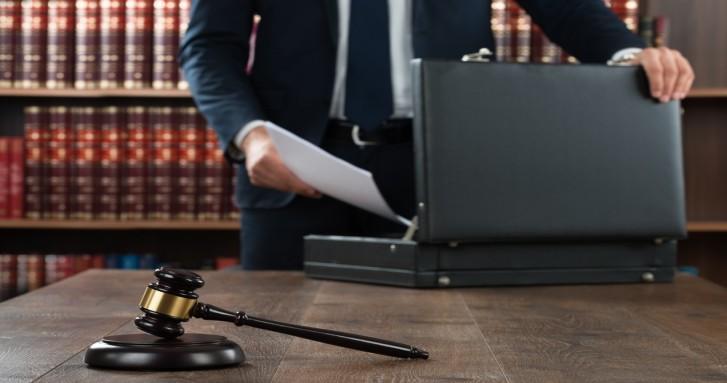 como contratar abogado