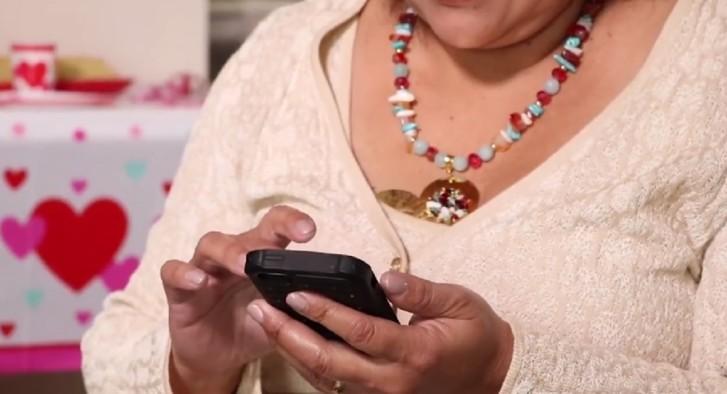 Madre-hispana- WhatsApp-negocio-comida