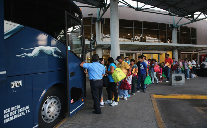Greyhound, Inmigrantes USCIS autobuses inmigrantes boletos