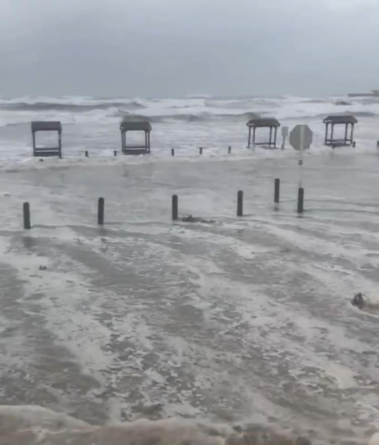 Greg Abbott, el Gobernador de Texas, emitió la declaración de desastre en 32 condados tras la llegada del huracán Hanna.