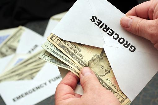 método de los sobres, dinero