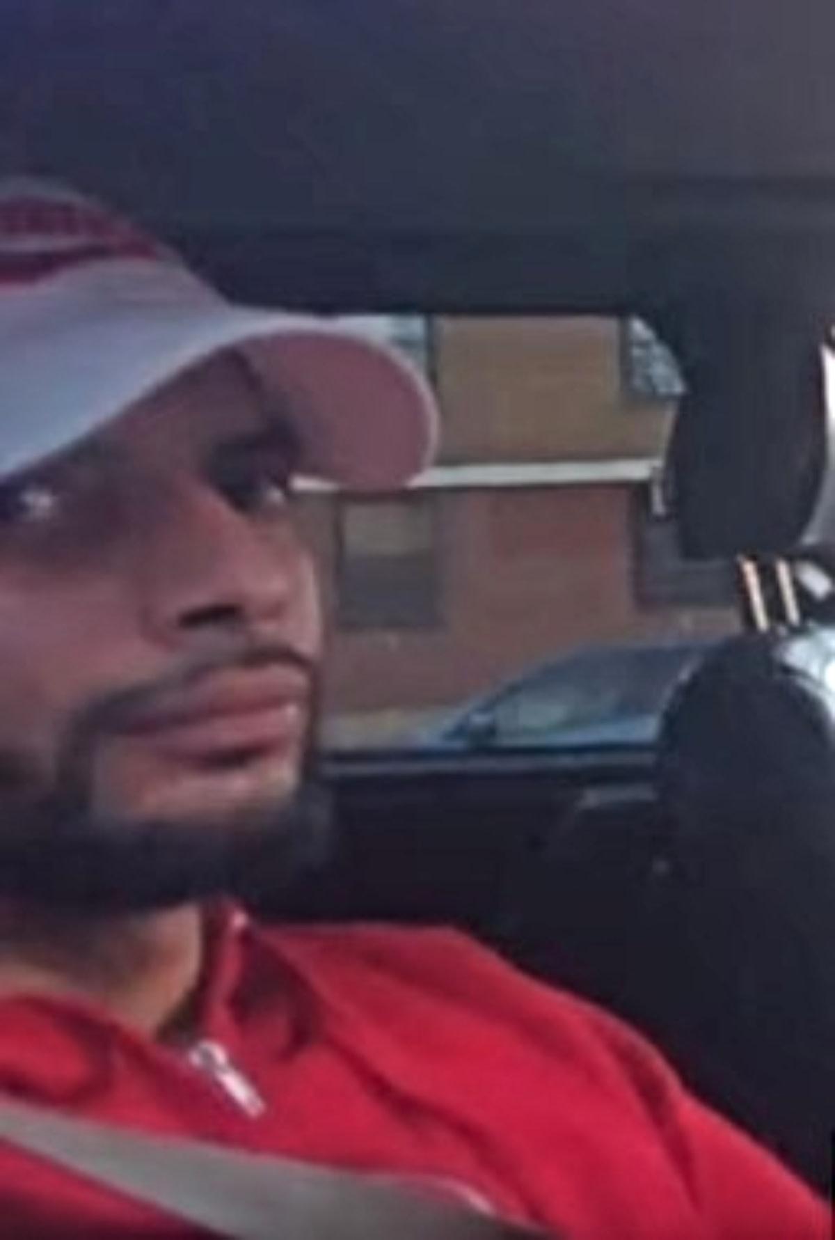 Crónica: Agente colocó marihuana en auto de hispano (FOTOS y VIDEO)