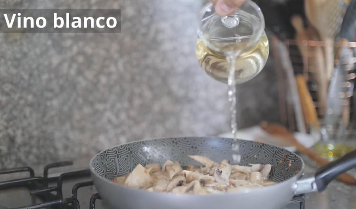 Champiñones-al-ajillo-con-queso