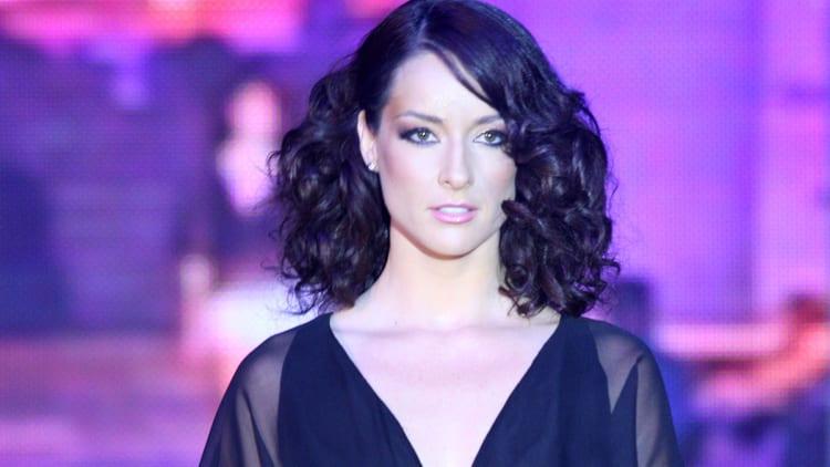 Susana-González-wearing-Nicolas-Felizoa-with-jewerly-by-Daniela-Cromfle
