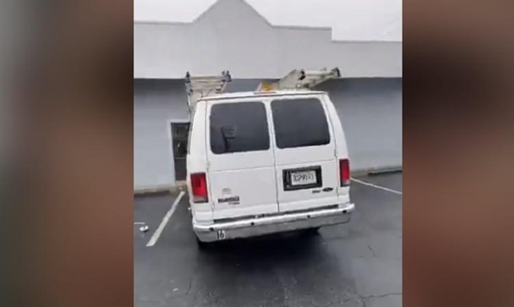 Cinco-camionetas-indocumentados-ICE-DeKalb