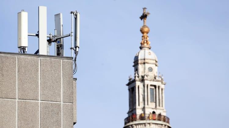 5G coronavirus: conspiracy theory unleashes attacks on phone towers