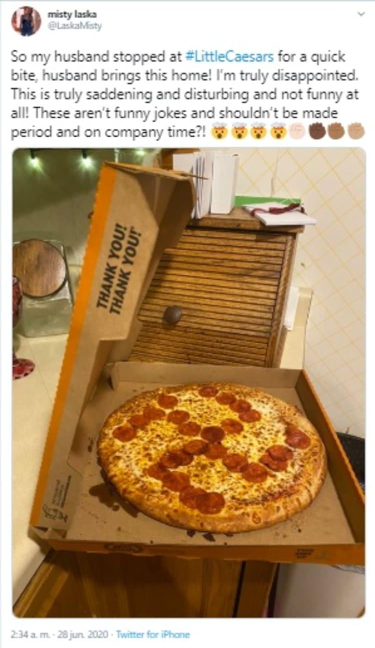 Despiden a empleados de Little Caesars por dibujar esvástica en pizza