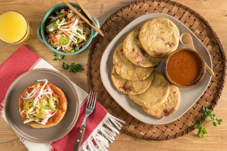 Salvadoran pupusas: a food that you definitely have to try (VIDEO + RECIPE)