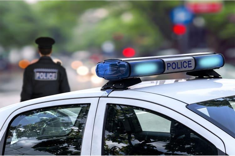 Florida fondos policía: DeSantis propone desfinanciar ciudades