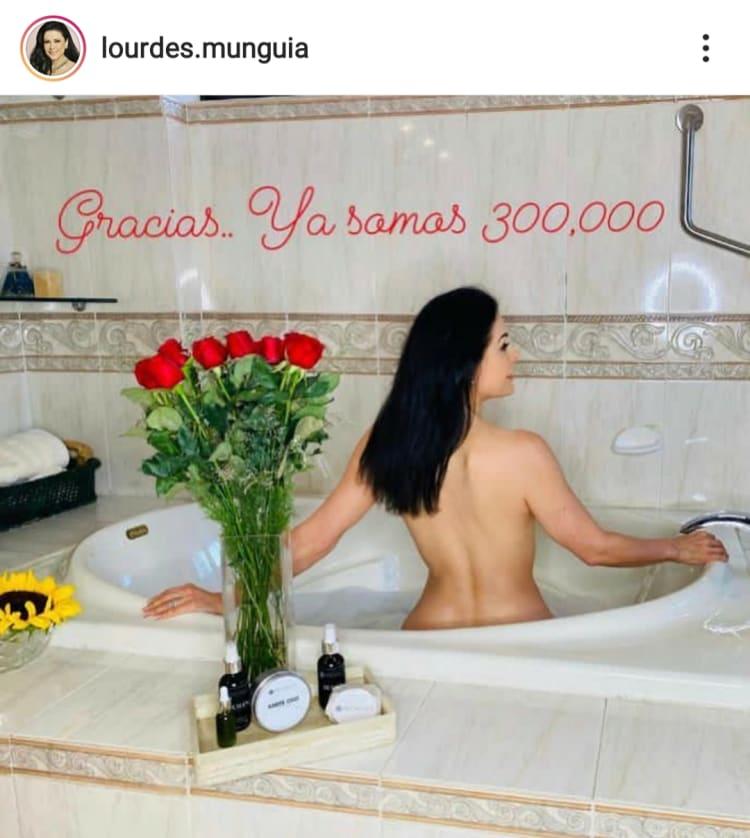 Lourdes Munguía aparece sin ropa desde la tina de su baño