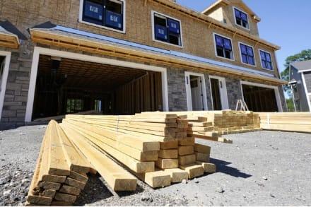 Inflación afecta la construcción de viviendas y sube los precios