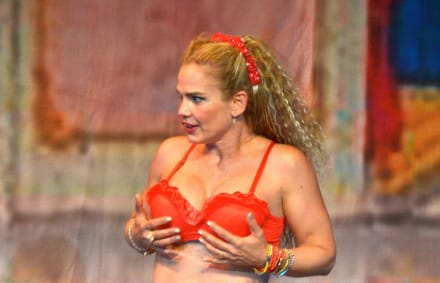 Después de mostrar sus atributos ahora Niurka muestra sus curvas en atrevido bikini (FOTOS)
