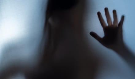 Curioso: Captan escalofriante fantasma en la ventana de una casa