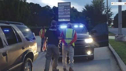 ¿Qué se debe hacer cuando ICE detiene su auto? (VIDEO)