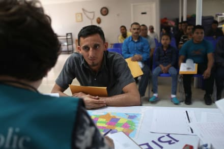 Mexicanos solicitantes de asilo afectados por restricciones a caravanas