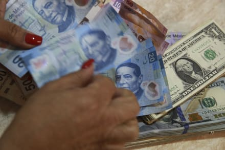 El dólar llega a 19.50 pesos mexicanos en bancos