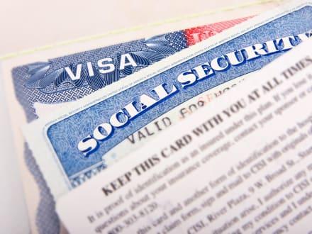 ¿Cómo traer a mis padres a vivir en Estados Unidos como residentes permanentes?