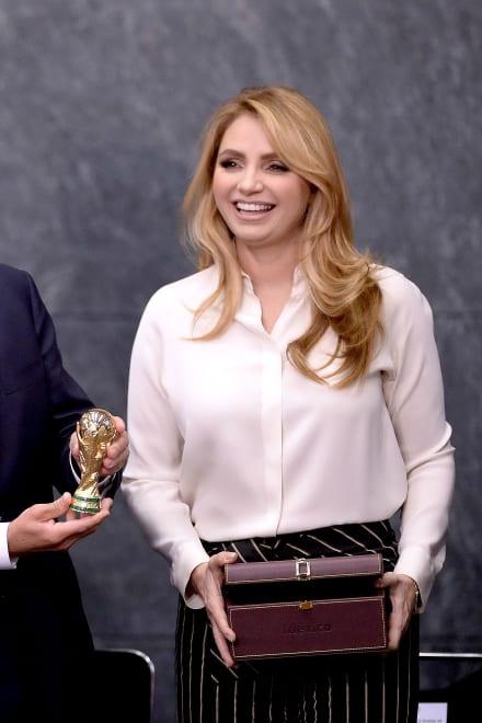 Mhoni Vidente da a conocer supuesto amorío de Angélica Rivera (VIDEO)