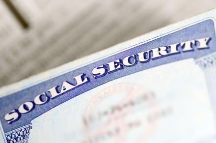 ¿Cómo puedo cambiar el apellido en el seguro social?