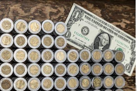 Peso mexicano a la defensiva: cambio frente al dólar el 4 de febrero y por qué