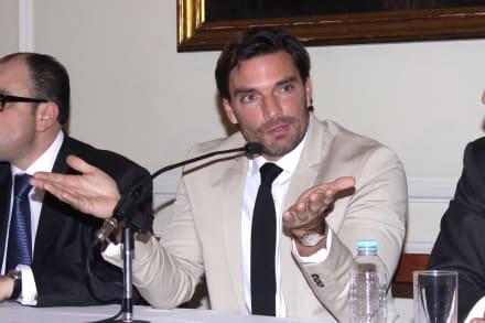 Julián Gil acusa a Marjorie de Sousa de querer más dinero (VIDEO)