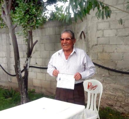 Este mexicano terminó la secundaria a los 85 años y emprendió su negocio