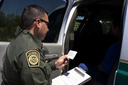 Arrestan a hispanas que transportaban 124 kilos de marihuana junto a un bebé