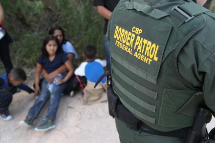 Revelan que la Patrulla Fronteriza contrató a un oficial indocumentado