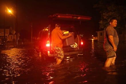 Florence: Ya se sienten vientos huracanados en Carolina del Norte (VIDEOS Y FOTOS)