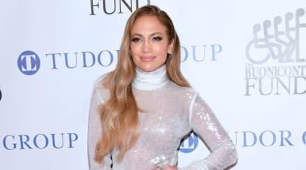Jennifer López presume su fuerza y la critican por lucir 'poco femenina'