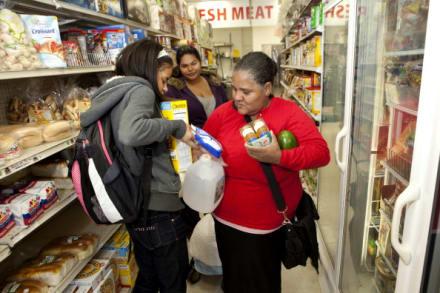 Alaska busca que beneficiarios trabajen más para recibir 'food stamps'