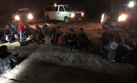 Detienen a casi un centenar de inmigrantes indocumentados en Texas (VIDEO)
